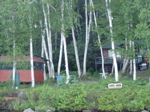Cabane à poissons et chalet en bois rond
